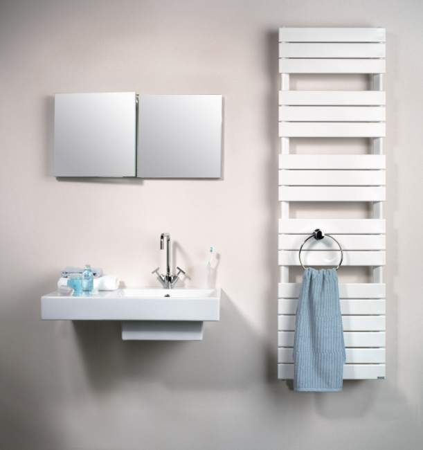 Jaki grzejnik wybrać do małej łazienki, a jaki do łazienki z ogrzewaniem podłogowym?