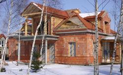 Budowanie domu: jakie prace budowlane wykonasz zimą, a jakie lepiej odłożyć