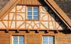 Elewacja domu jak mur pruski