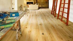 Jak zmienić kolor drewna na podłodze – bejca, olej, wosk, lakier do drewna