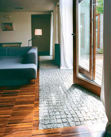 Połączenie kostki brukowej z podłogą drewnianą