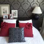 Jak dzięki zwykłej tapecie totalnie odmienicie wystrój sypialni. METAMORFOZA WNĘTRZA