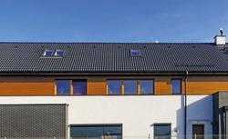 Trwałe pokrycia dachowe. Zalety nowoczesnych dachówek cementowych