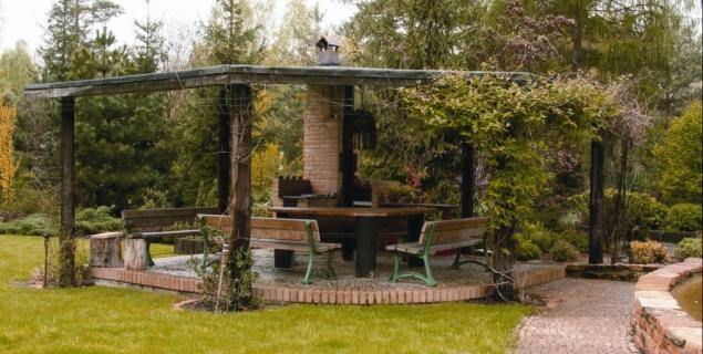 Letnia kuchnia w altanie Jak zrobic kuchnię letnią w ogrodzie?  Ogród  Mur