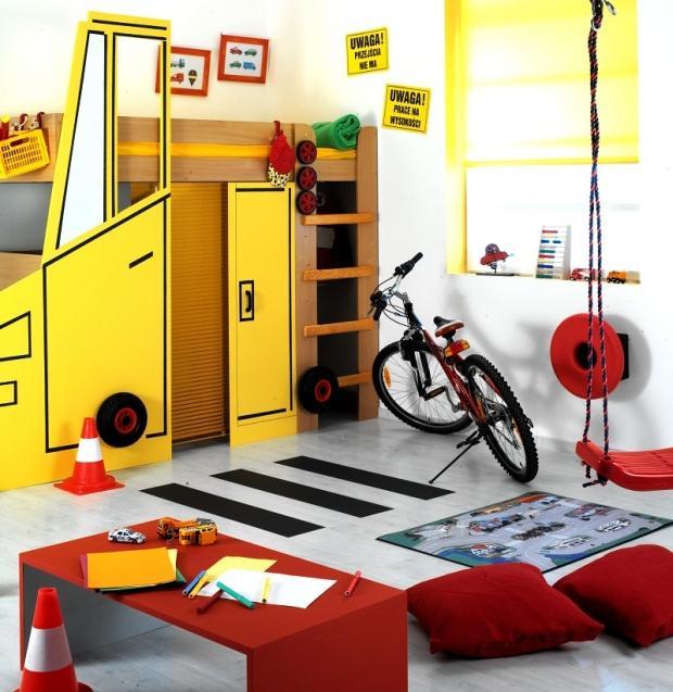 Urządzamy pokoje dziecięce. Zamień łóżko w pokoju chłopca w kolorowy samochód
