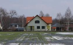 Prawo wodne: gdy sąsiad podnosi teren i powoduje zalanie działki