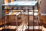 Stół z prętów zbrojeniowych i szkła